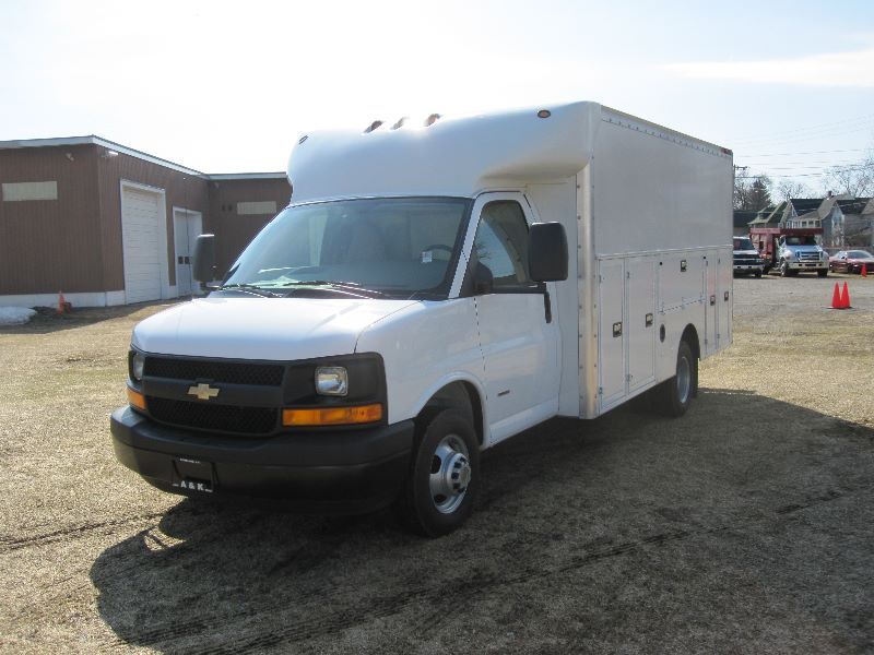 Buy Used 2006 Chevy G3500 W Large Fiberglass Utility