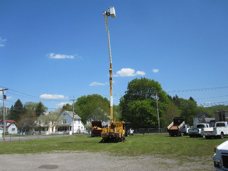2006 INTERNATIONAL 7300 REGULAR CAB 4X4 W/60 FT HI RANGER BUCKET TRUCK