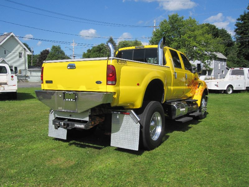 2006 FORD F-650 XLT CUSTOM CREW CAB W/ FACTORY PICKUP BED