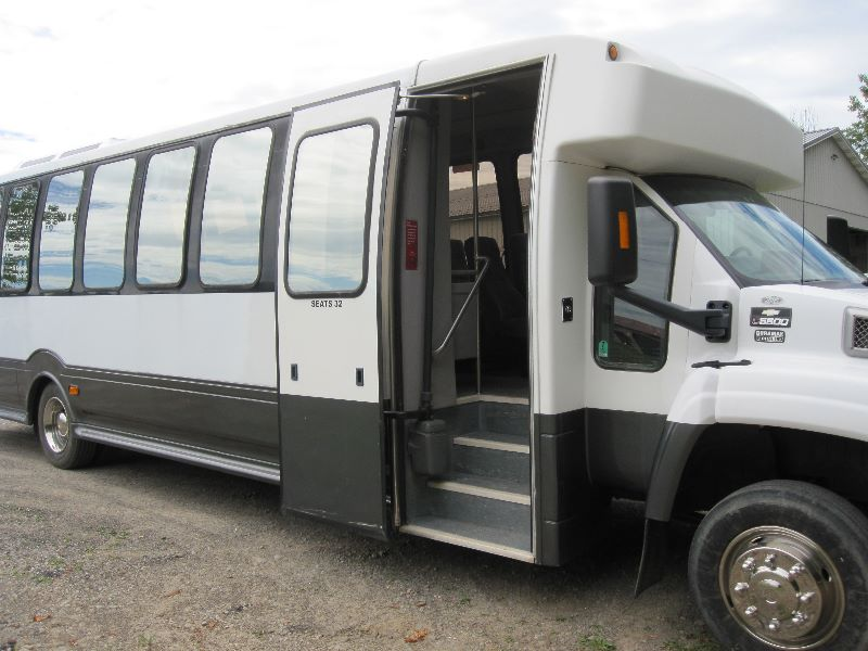 2004 CHEVY KODIAK C5500 TURTLETOP BUS 33 PASSENGER W/BATHROOM